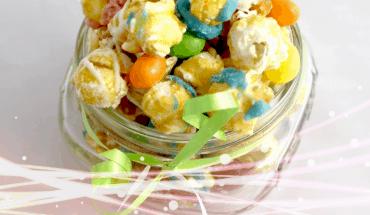 Easter Caramel Corn