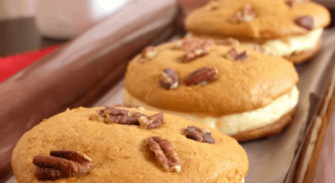 Carrot Cake Whoopie Pie Recipe: Must-Try Delicious Dessert