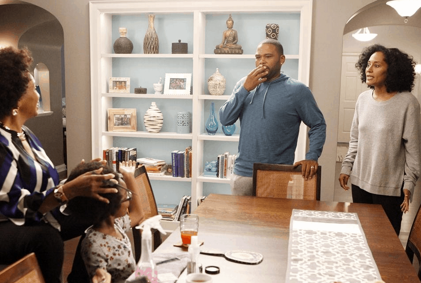 I Visited The Black Ish Set At Abc Studios Check Out This Behind The Scenes Look Abctvevent
